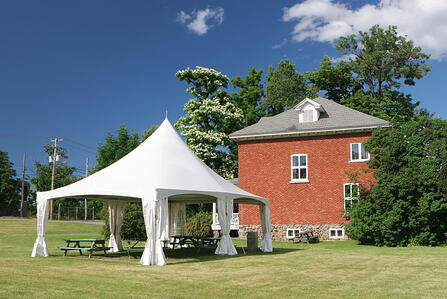 Tent_next_to_house