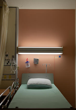 hospital_bed_with_curtain-1