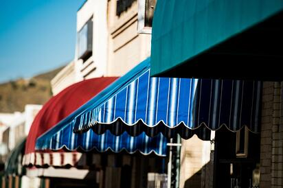 4_Examples_of_Attractive_Retail_Store_Awnings